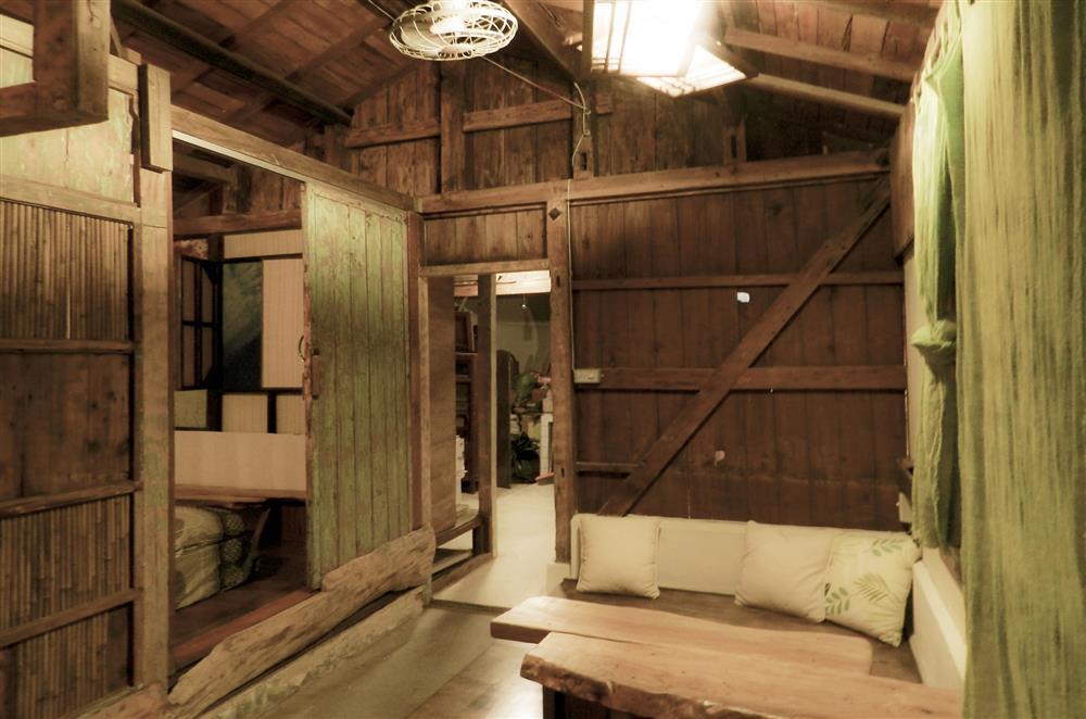透气的木墙以及      木屋顶让巷小非常凉爽 ■ 安全的室内脚踏车停放